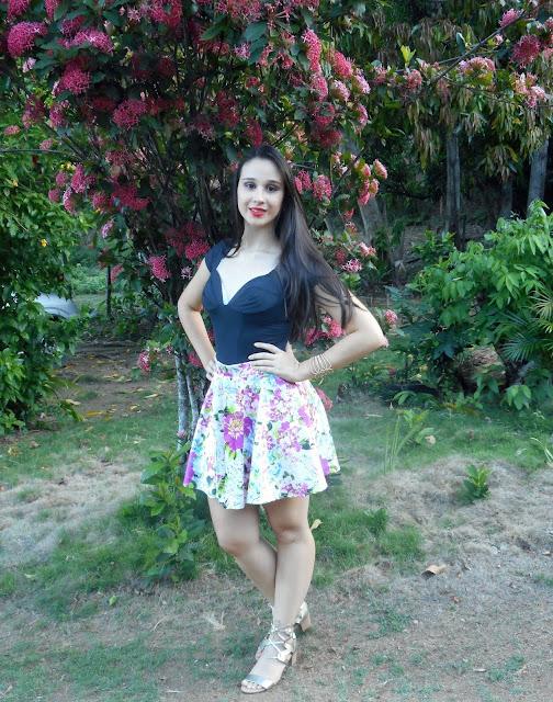 look-festa-saia-rodada-floral-sandália-gladiadora