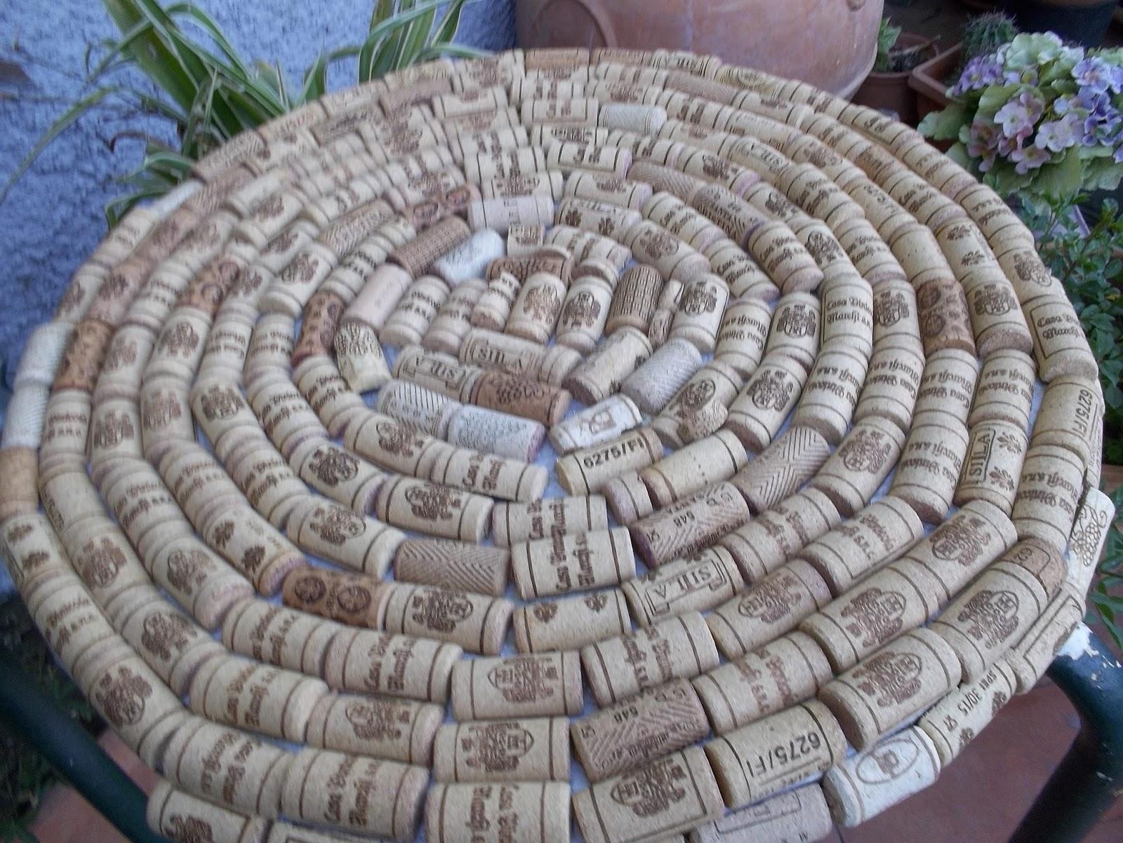 Taglia incolla e decora terza vita di un tavolino da giardino - Sughero pianta da giardino ...