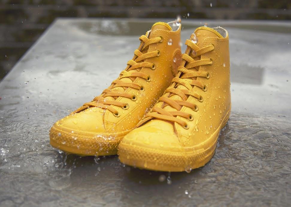 83bcbc0edfef Walking In The Rain