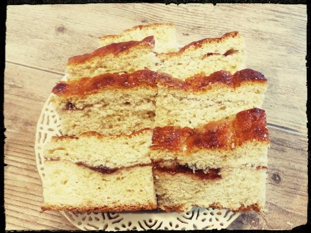 Ciasto drozdzowe z marmolada drozdzowiec z dzemem strucla drozdzowa zawijaniec drozdzowy