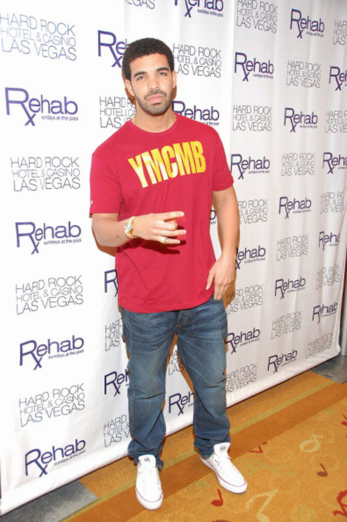 b0cfb233d2330c Drake in the Converse Chuck Taylor Low White at Rehab in the HardRock Lil  Wayne Chuck