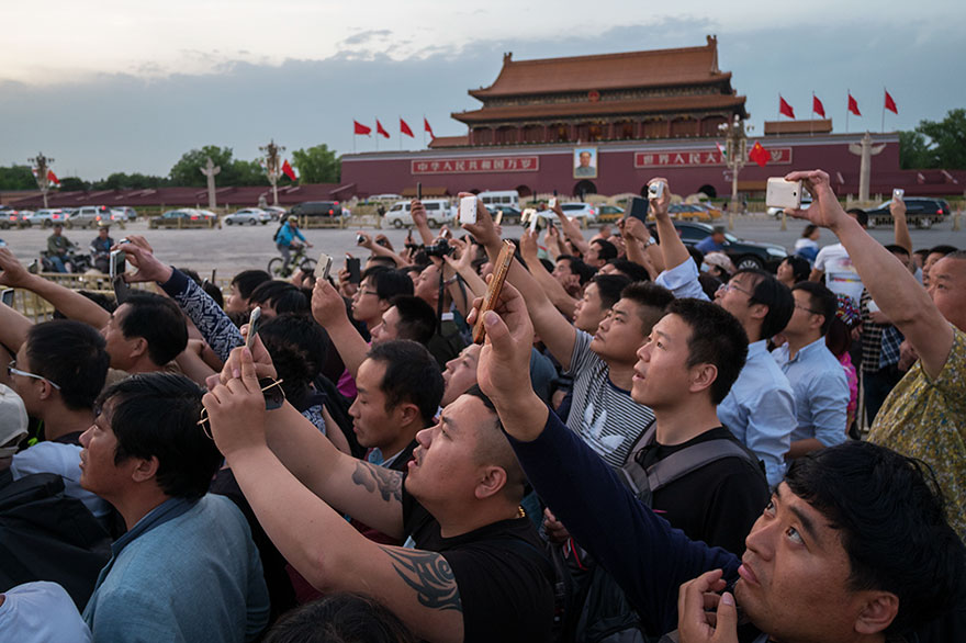 "This Photographer Points His Camera The ""Wrong"" Way At The World's Most Visited Locations - Mao Mausoleum, Beijing, China"