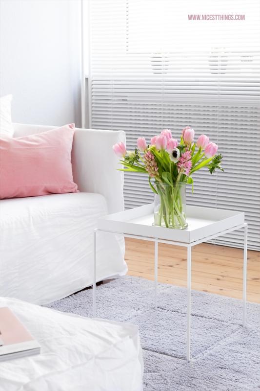 Frühlingsdeko in Rosa und Weiss mit Gervasoni Ghost Sofa