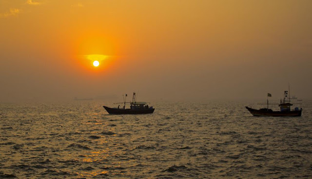 sunrise, sassoon docks, golden sky, skywatch, fishing boats, arabian sea, mumbai coast, incredible india,