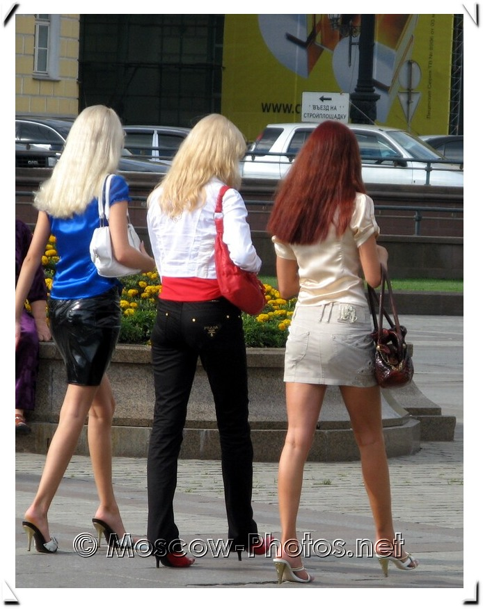 Moscow Girl's Summer Street Fashion