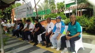 Disnaker Kota Cirebon Jaga Dinamika Hari Buruh International Dengan Bersama-sama Menanam  50 Pohon Bougenvil
