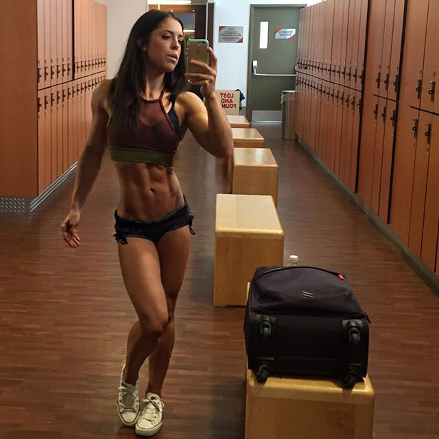 Fitness Model ANYA ELLS Instagram photos