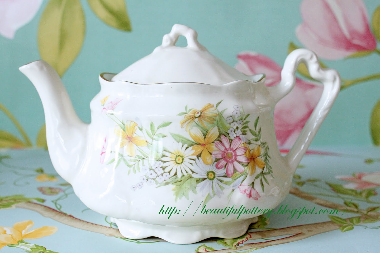 Beautiful Teapot Beautiful Pottery Vintage Teapot