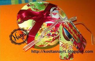 cajita navideña terminada decorada con pintura papel y cintas