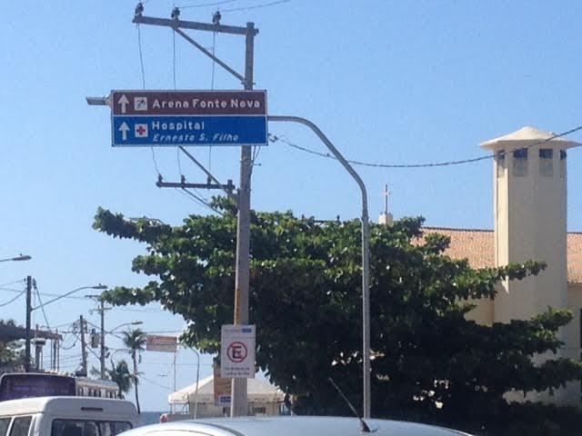 Atenção turistas, não se orientem por essa sinalização!