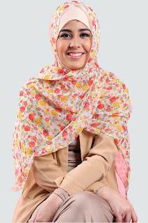 Risty Tagor analisis harga jilbab pasar dari artis cantik Risty Tagor