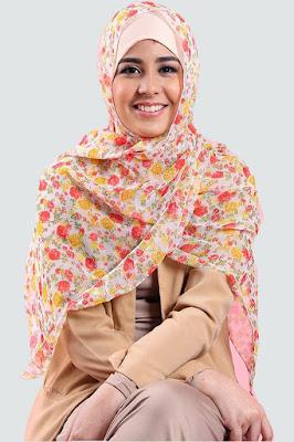 Risty Tagor analisis harga jilbab pasar dari artis cantik Risty Tagor model cantik jadi janda baru nikah