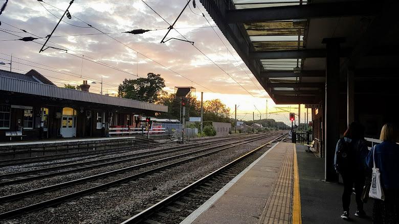 晚上九點的夕陽 Hitchin 火車站