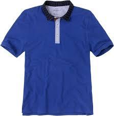Un polo es una prenda de punto para el tronco que tiene la misma forma que  una camiseta o playera d7931f85b47dd