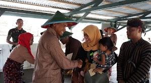 Aksi Lucu dari Lomba Busana Pedesaan di Merauke