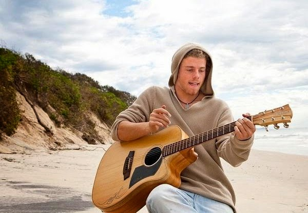 MusicLoad.Com presents Kim Churchill and his live music video for his song titled Tides