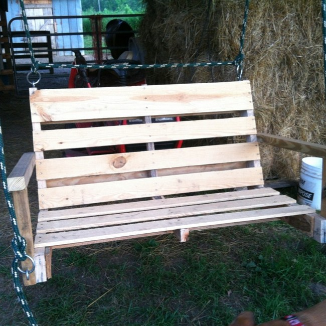 Pallet patio swing for How to make a pallet porch swing