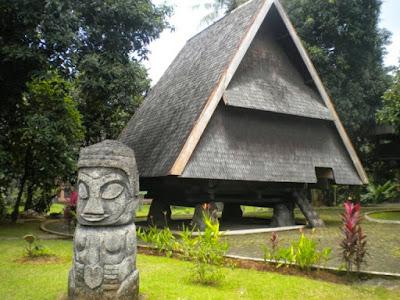 Keindahan Rumah Adat Sulawesi Tengah