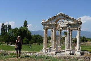 Tretapilón o puerta de entrada a Afrodisias.