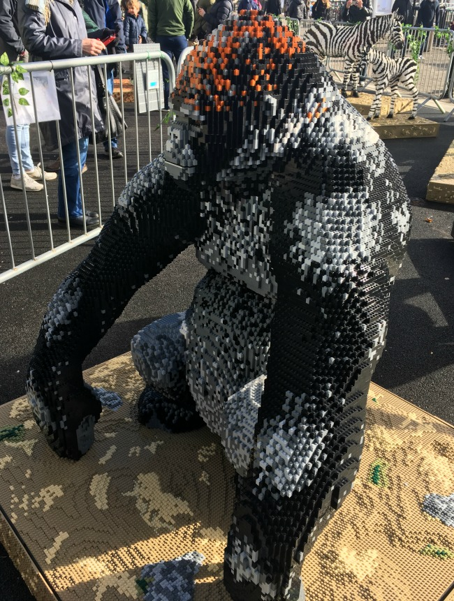 gorilla-made-from-LEGO-bricks-Cardiff-Bay