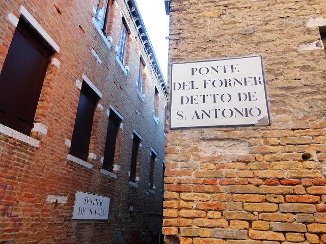 Jak se vyznat v názvech benátských ulic snadno a rychle?