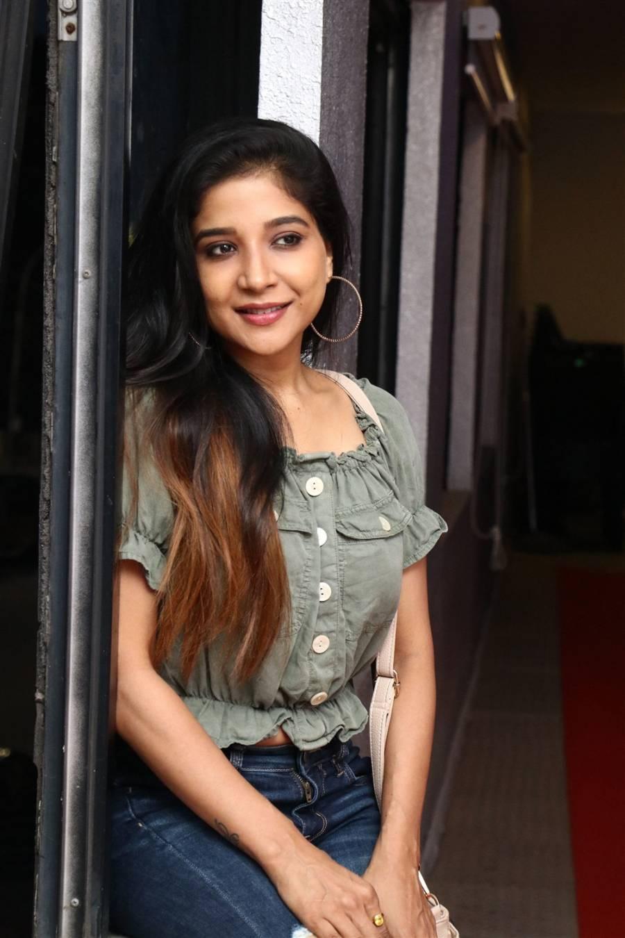 Beautiful Indian Girl Sakshi Agarwal Without makeup Face