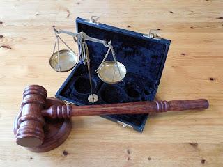 Penggolongan Hukum Menurut Fungsi dan Sifatnya