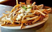Πατάτες τηγανητές με σάλτσα γιαουρτιού - by https://syntages-faghtwn.blogspot.gr