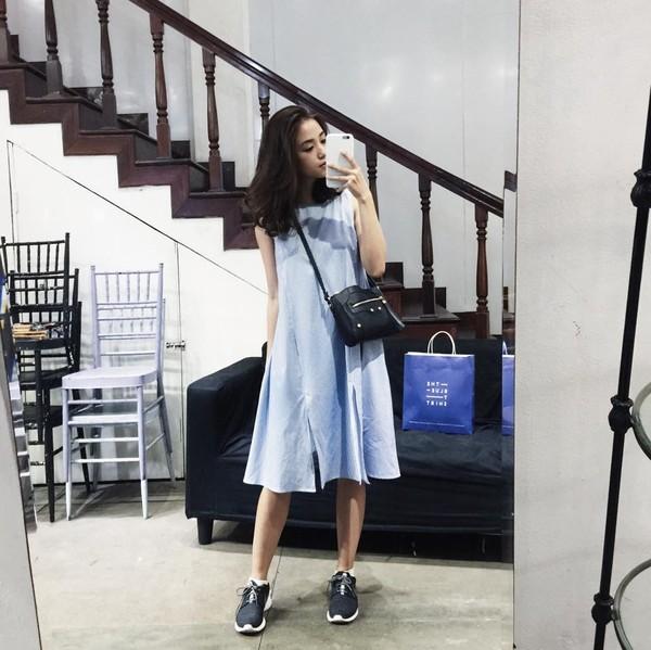 Xem mỹ nữ việt chọn giày Sneaker đế cao bắt cặp hoàn hảo cùng váy h14è