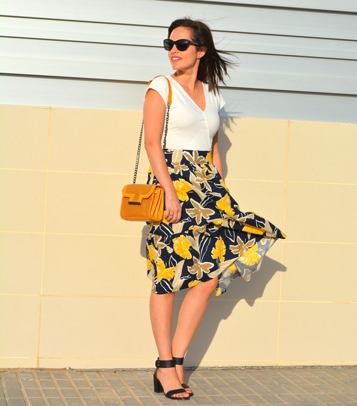 zara-printed-midi-skirt-outfit