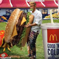 Lustige McDonalds Big Mac Bilder - Mann mit riesigem Hamburger Spaßbilder