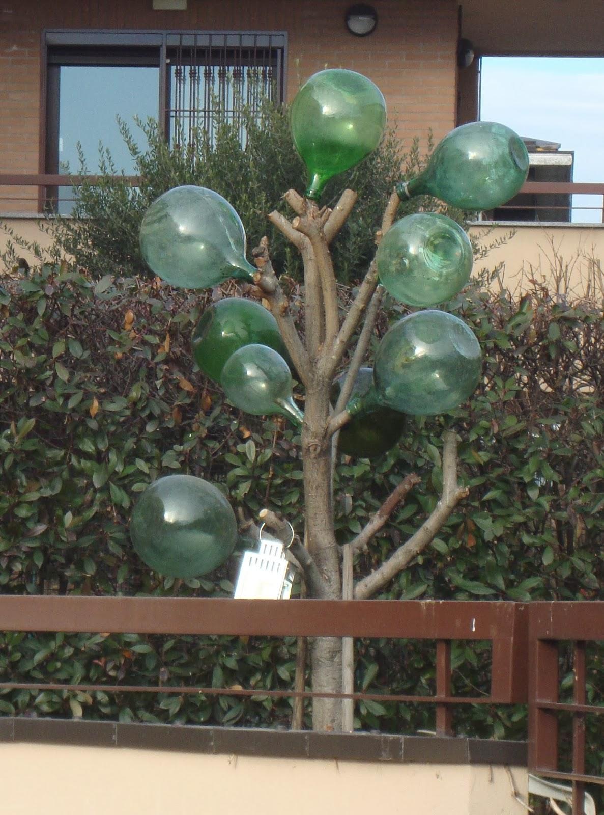 un piccolo giardino in città: albero di natalefacciamolo strano!