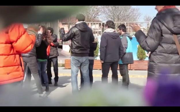 wzruszający eksperyment sąsiedzki flashmob wolontariat