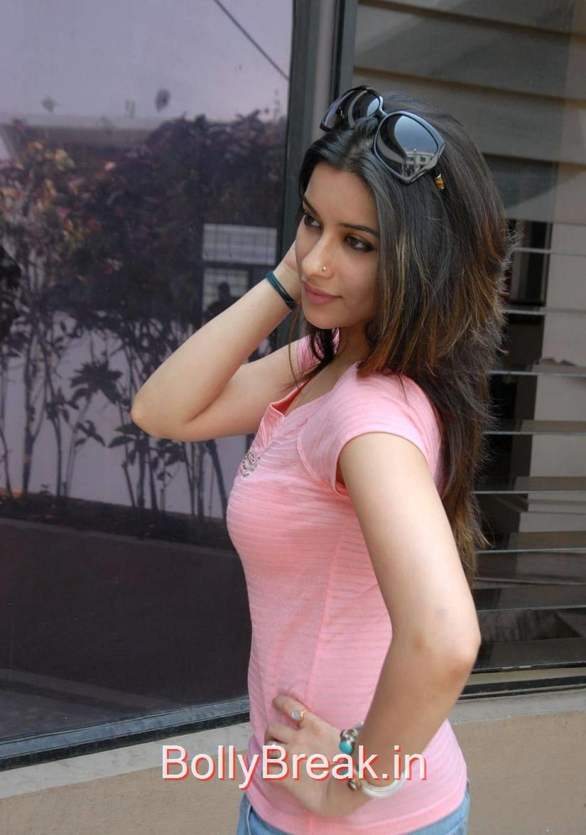 Telugu Actress Madhurima, Madhurima Hot Pics in Pink Top, tight Blue Jeans