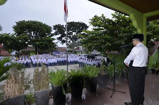 Pimpin Upacara Bendera di MAN 2 Tanah Datar Rektor IAIN Batusangkar, Ajak Siswa Lanjutkan Pendidikan