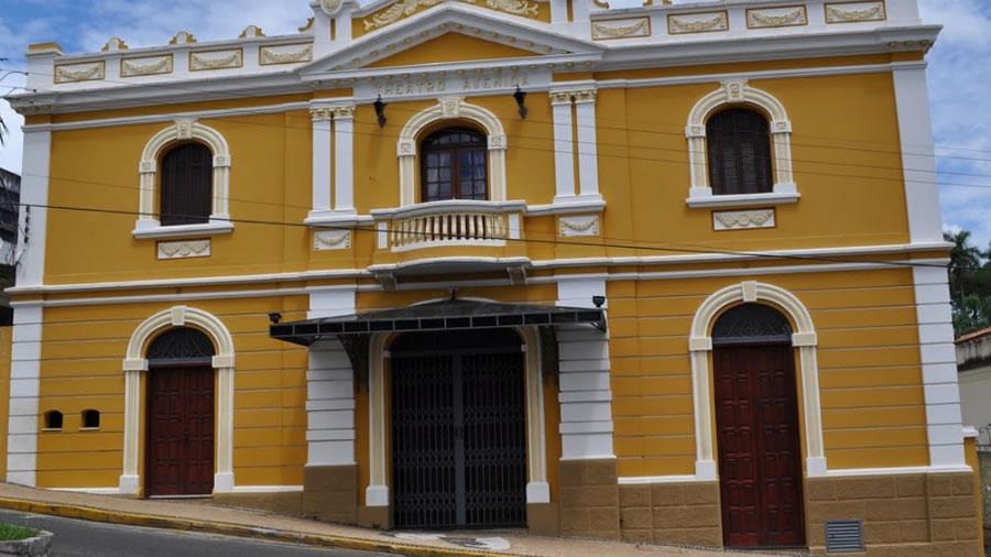 Foto da Frente do Theatro Avenida em Espirito Santo do Pinhal