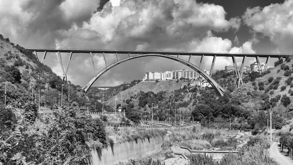 Ponte bisantis di catanzaro tourvagando for Ponte delle cabine di rapsodia dei mari 2