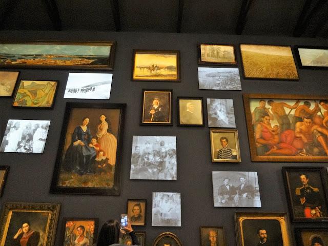 コロンビア国立博物館にある「多様性の壁」