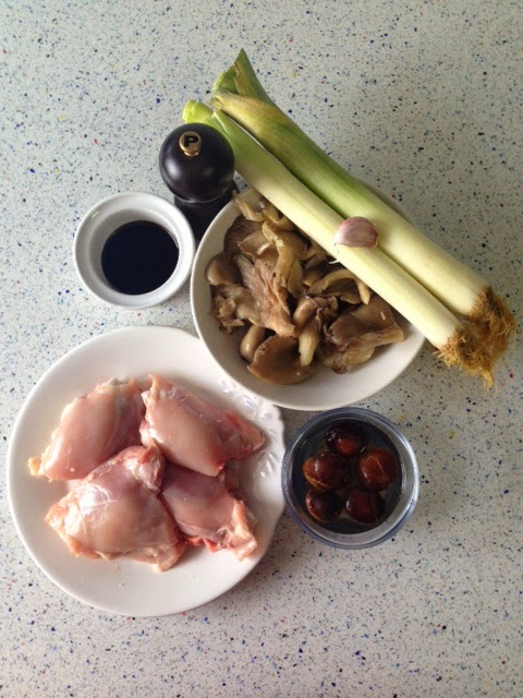 Ingredientes pollo con puerros y setas