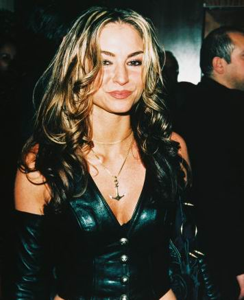 Naked Drea de Matteo in The Sopranos < ANCENSORED