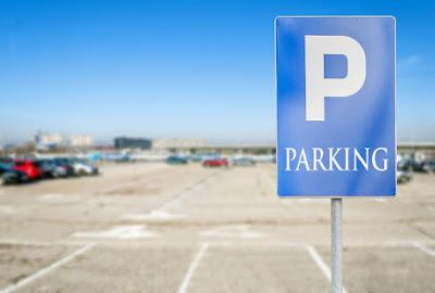 Señal de aparcamiento zona azul para diferentes precios del aparcamiento en Islandia