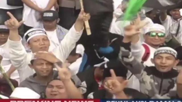 """Acungkan 2 Jari, Massa Reuni 212 Teriakkan """"Hidup Prabowo!"""""""