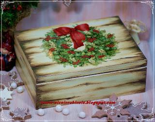 http://nicnierobienie.blogspot.com/2012/12/decoupage-i-malowanie-drewna-efekt.html