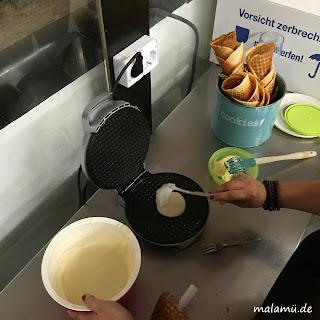 Zubereitung der leckeren Eiswaffeln