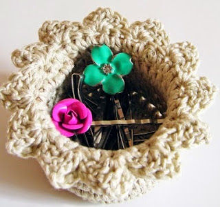 http://chabepatterns.com/free-patterns-patrones-gratis/home-hogar/crochet-jewelry-box-joyero-a-ganchillo/
