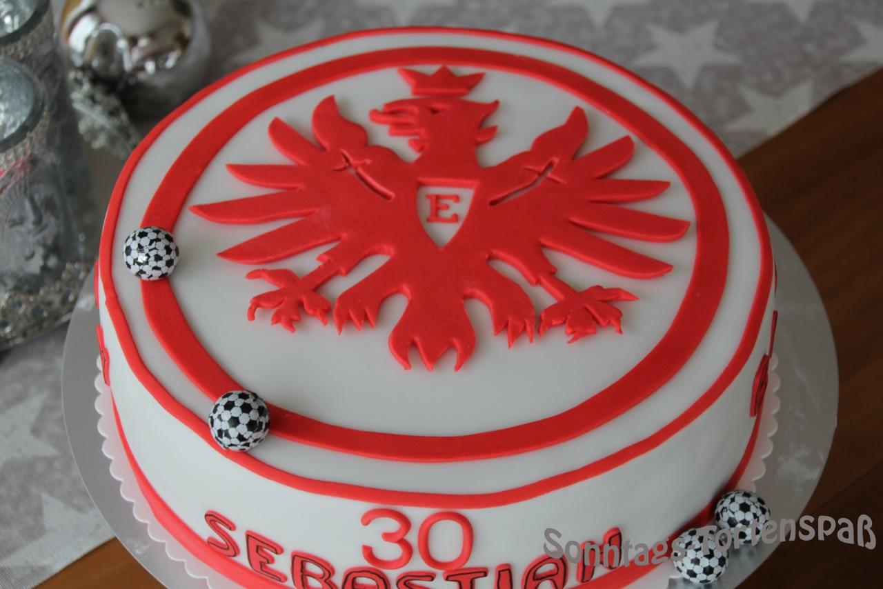 Immer wieder sonntags eintracht torte for Kuchen frankfurt