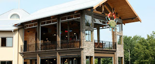 Outdoor dining in Pigeon Forge