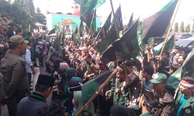 HMI Kepung DPRD Lampung Aksi Rapor Merah Jokowi-JK Jilid II
