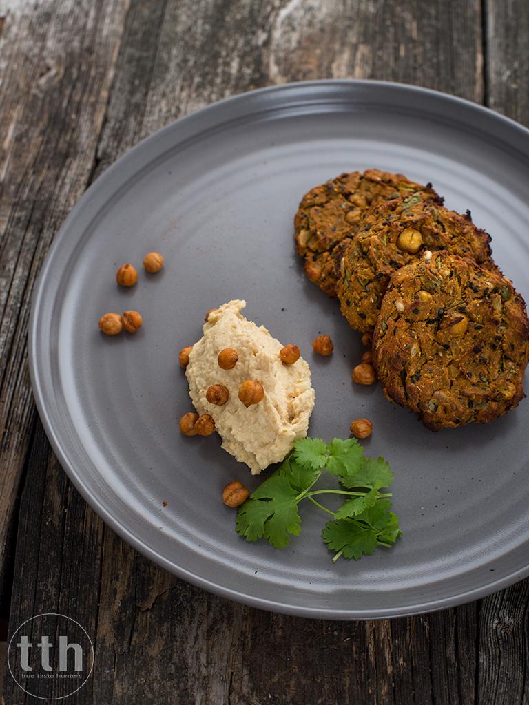 Pieczone kotleciki z ciecierzycy i batata - przepis (weganskie, bezglutenowe)