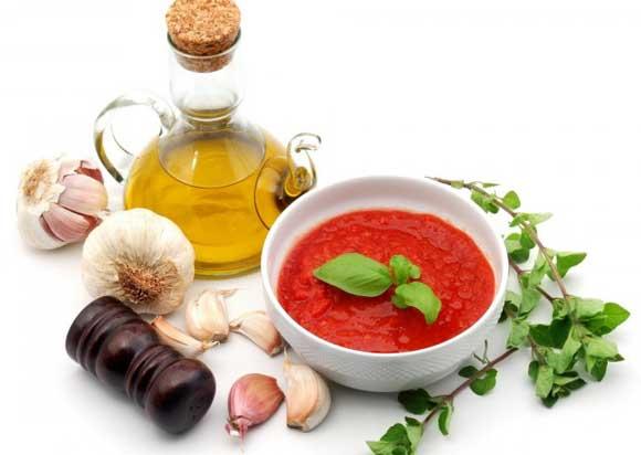 Эту аджику можно употреблять как самостоятельный соус к мясным блюдам ,  можно поливать гарниры ,  очень вкусно добавлять аджику в зимние борщи ,  также пара ложек аджики улучшит вкус любого рагу